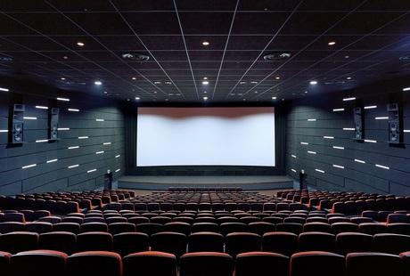 映画好きならこの仕事!未経験から始められる映画館スタッフを募集します。